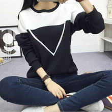 2018 Winter New Fashion Black and White Spell Color Patchwork Women V Pattern Pullover Sweatshirt Female