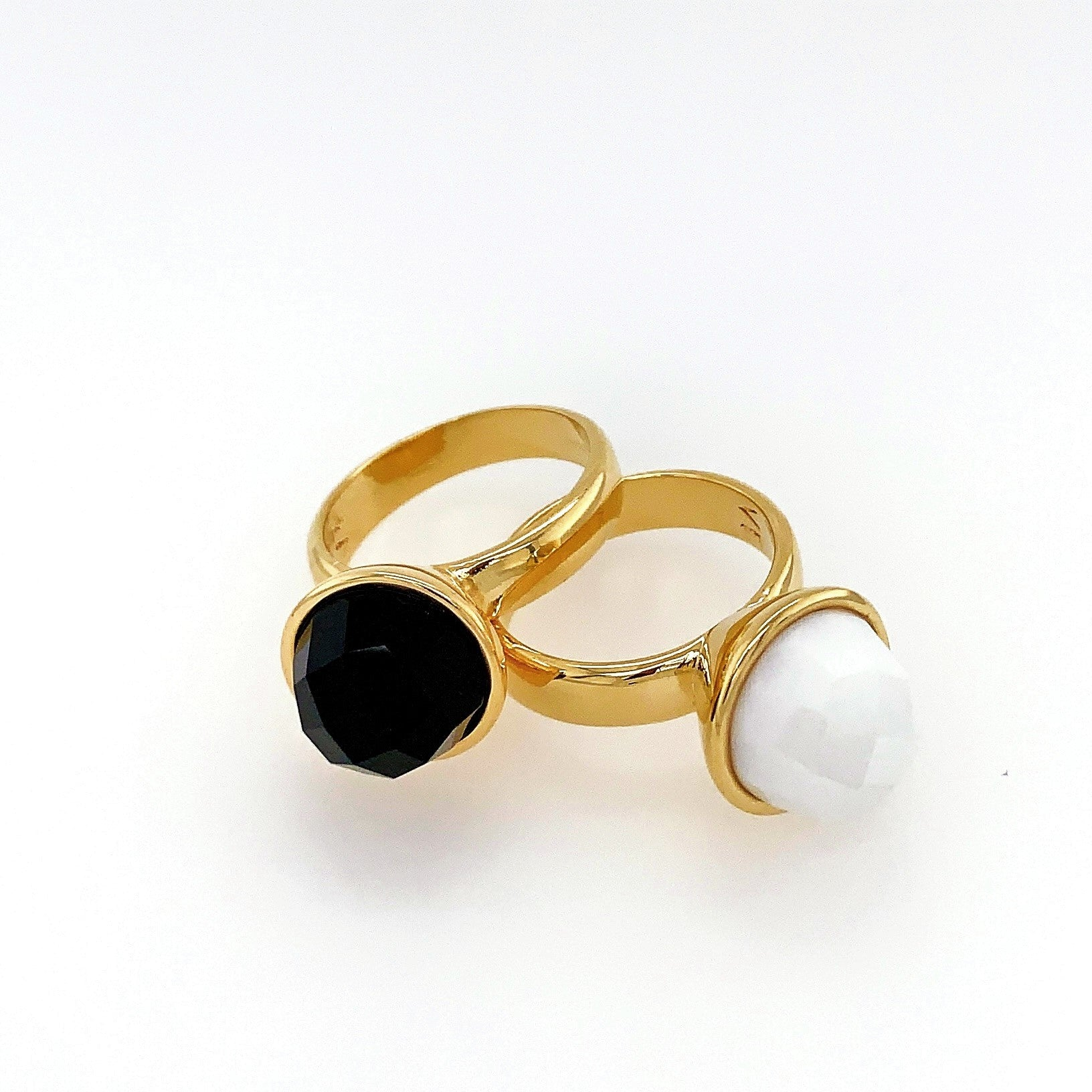 Blanc and Noir Ring Set