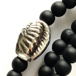 Shell bead triple stretchy with onyx beads