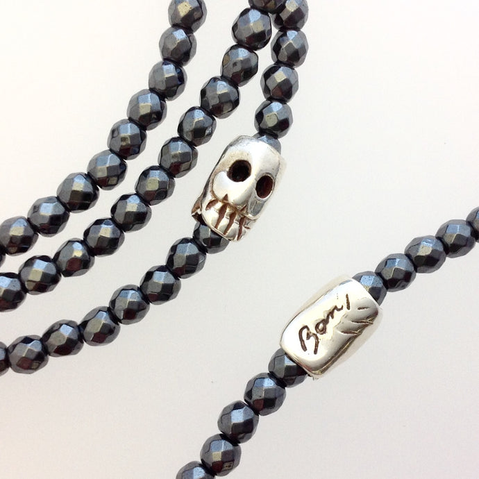 Small skull bead Hematite stretchy wrap