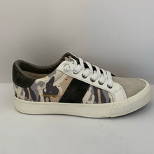 Light Camo Sneaker