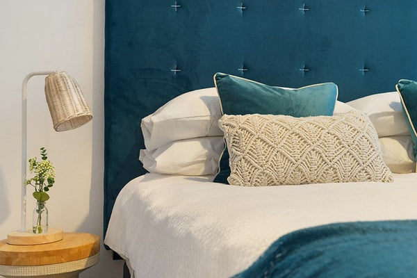 White-bed-sheets-styling