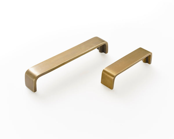 Brass Drawer handles. 2 sizes of kitchen drawer handle supplied with fitting screws.