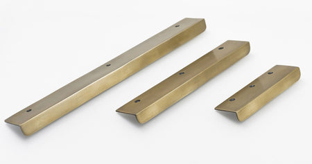 brass drawer handles and pulls. Flower design , Perfect for Kitchen makeovers and Furniture up cycling projects.
