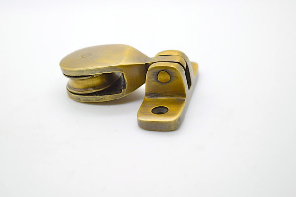 Brass rope pulleys. Great for clothes and kitchen airers . Single and double pulley versions.