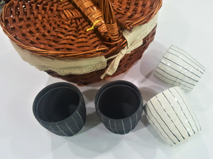 2 White Mugs and 2 Black Mugs comes with a pinic basket