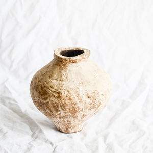 Ceramic textured vessel by Melbourne ceramicist Hana from Dasa Ceramics