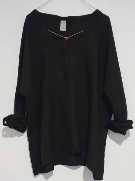 Montaigne slouchy linen top in Black