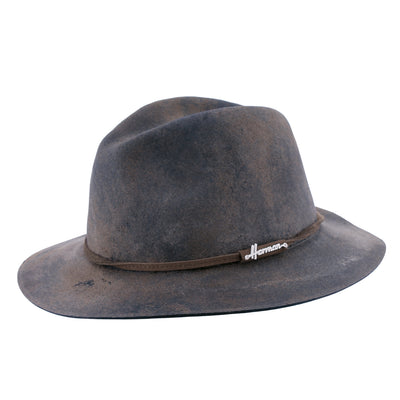 MAC LEWIS (C) Large-edge felt hat worn appearance