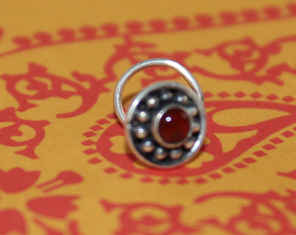 Circle with stone nose pin