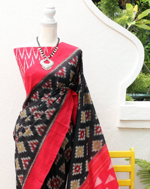 Black Pochampally Ikkat Handloom Saree with Red Ikkat Blouse Piece