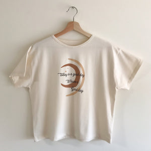 Good Day - Women's Boxy Tee (Natural)