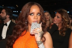 aquarius rihanna drinking at grammys