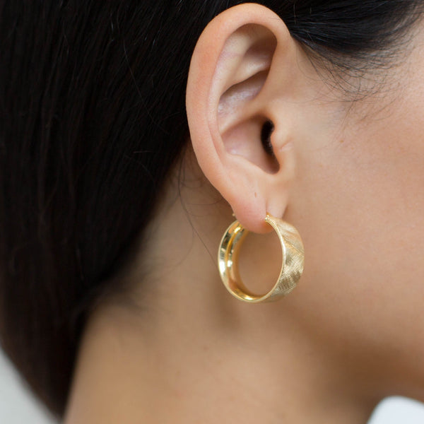 La SATINA CUFFS Hoops