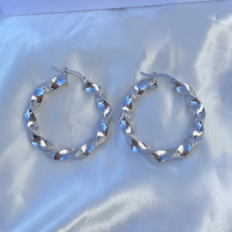 La SHINY RIBBON TWIST Hoops - Silver - Georgiana Scott Jewellery