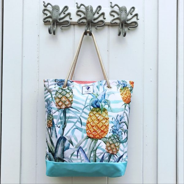 PEACEFUL PINEAPPLE BUCKET BAG