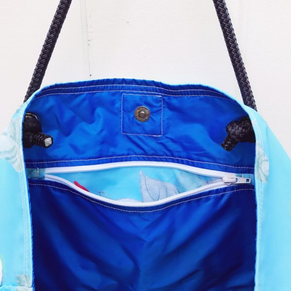 SKY HIGH CHAT CLASSIC BEACH BAG