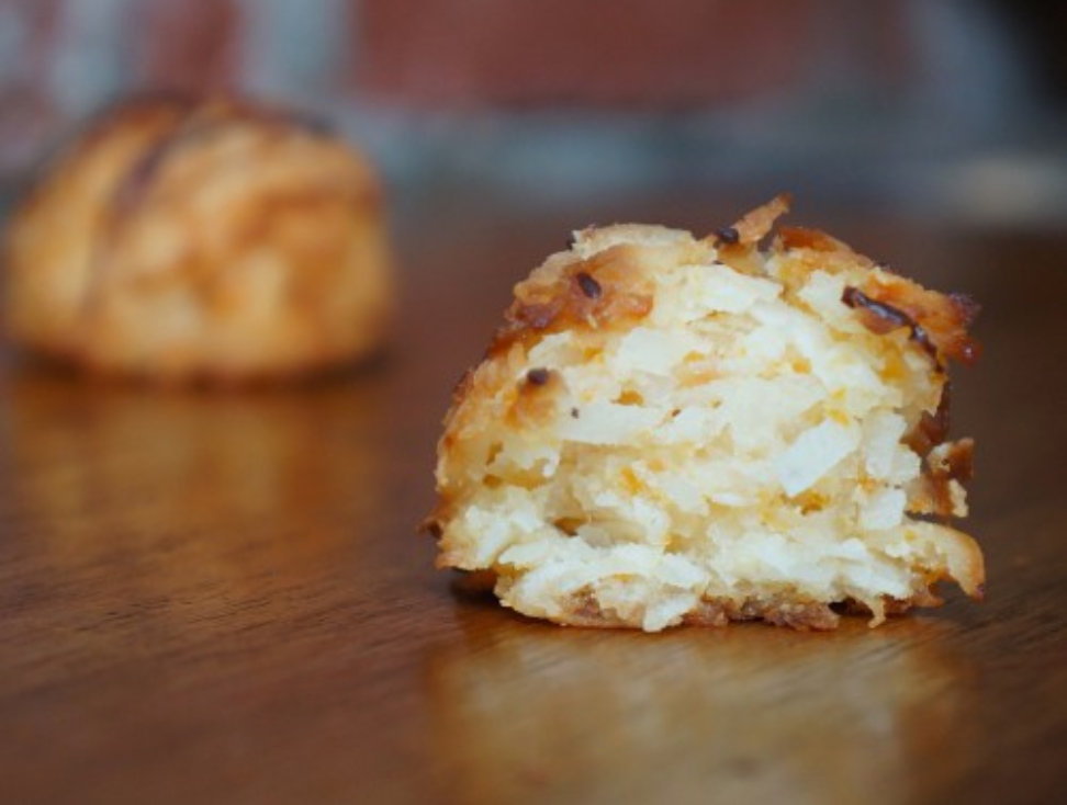 Coconut Macaroons (package contains 8 macaroons) Chocolate - Casa de Chocolates