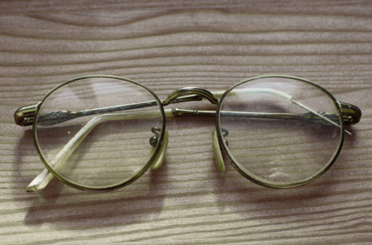 repair broken glasses, cracked lenses