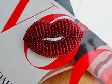 Lips beaded brooch