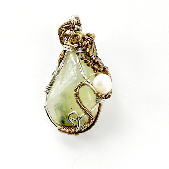 Prehnite Necklace with Pearl