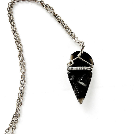 Black Arrowhead Necklace- Detail Setting