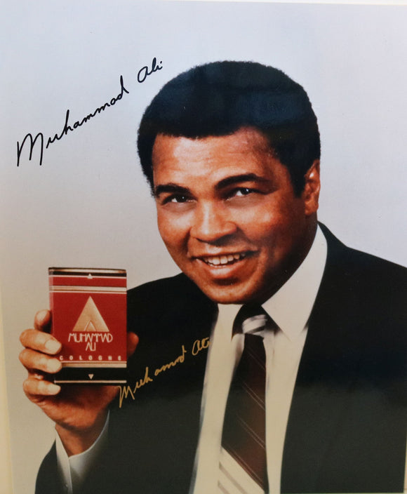 Muhammad Ali (d. 2016) Signed Autographed Glossy 8x10 Photo - COA Matching Holograms