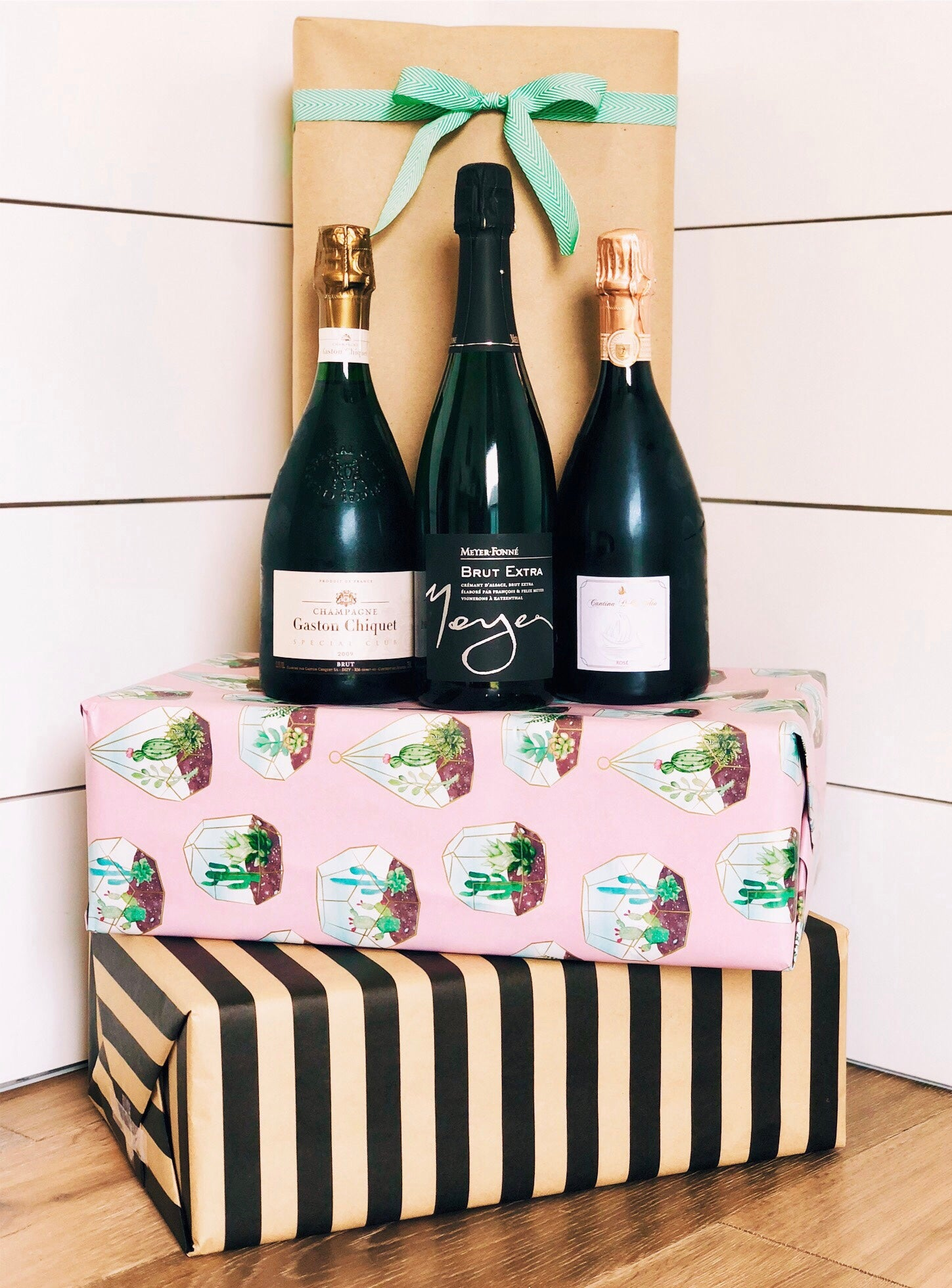 champagne gift box. Unique ideas for corporate gifts and gifts for her