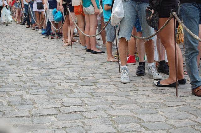 How to Form a Line: Queue Management for Businesses