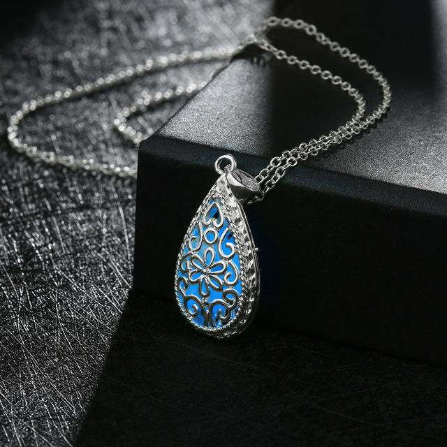 2017 New Fashion Glowing Stone Locket Necklace Jewelry Silver Hollow Water Drop Glowing Pendant Silver Glow In The Dark Necklace