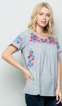 COLOR EMBROIDERY DETAIL STRIPE TOP