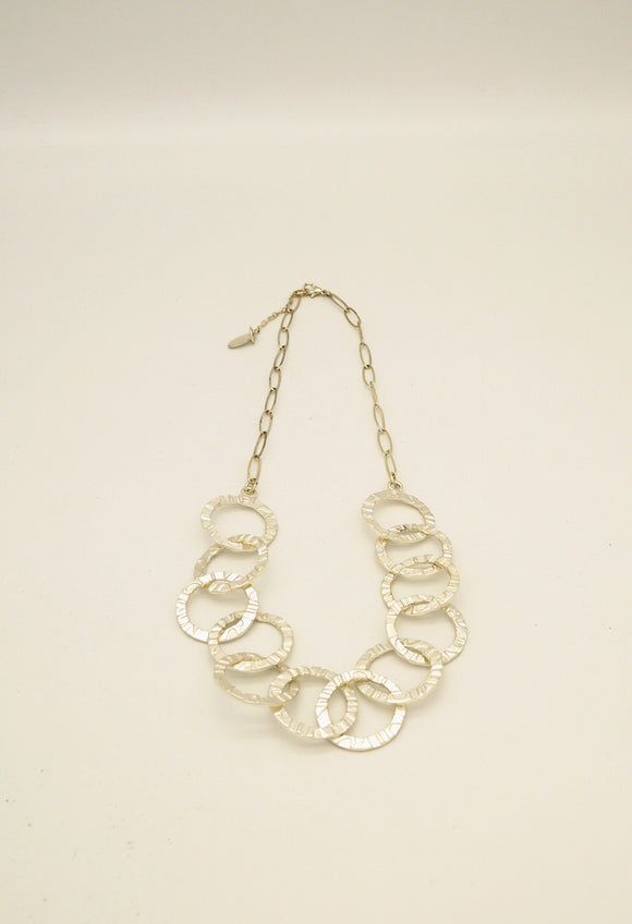 TEXTURED MULTI CIRCLE  NECKLCE WITH TOGGLE