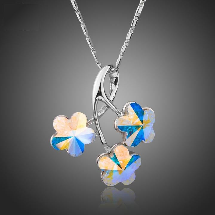 Charming Three Flowers Pendant Necklace