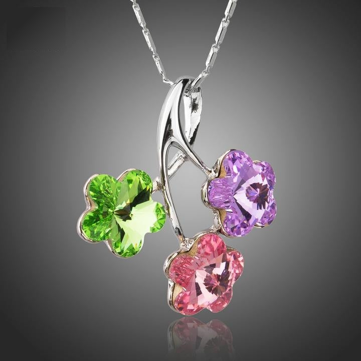 Delightful 3 Colors Crystals Flower Pendant Necklace