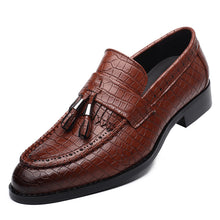 Load image into Gallery viewer, Mens Leather Pointed Toe Tasseled Alligator Loafers