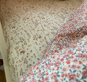 Light Brown flowers - fitted sheet, hoeslaken