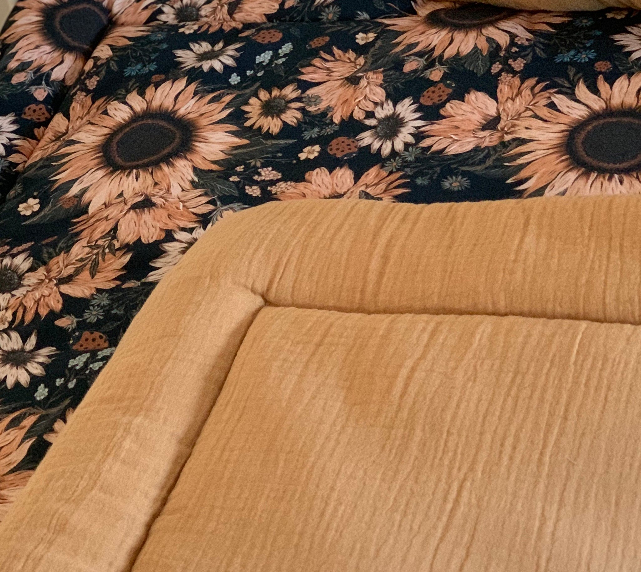 Sunflowers on black & Carmel - box rug (boxkleed), baby play mat,
