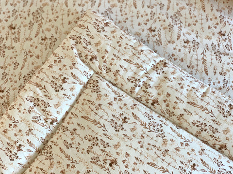 Light brown flowers - box rug, boxkleed, baby play mat