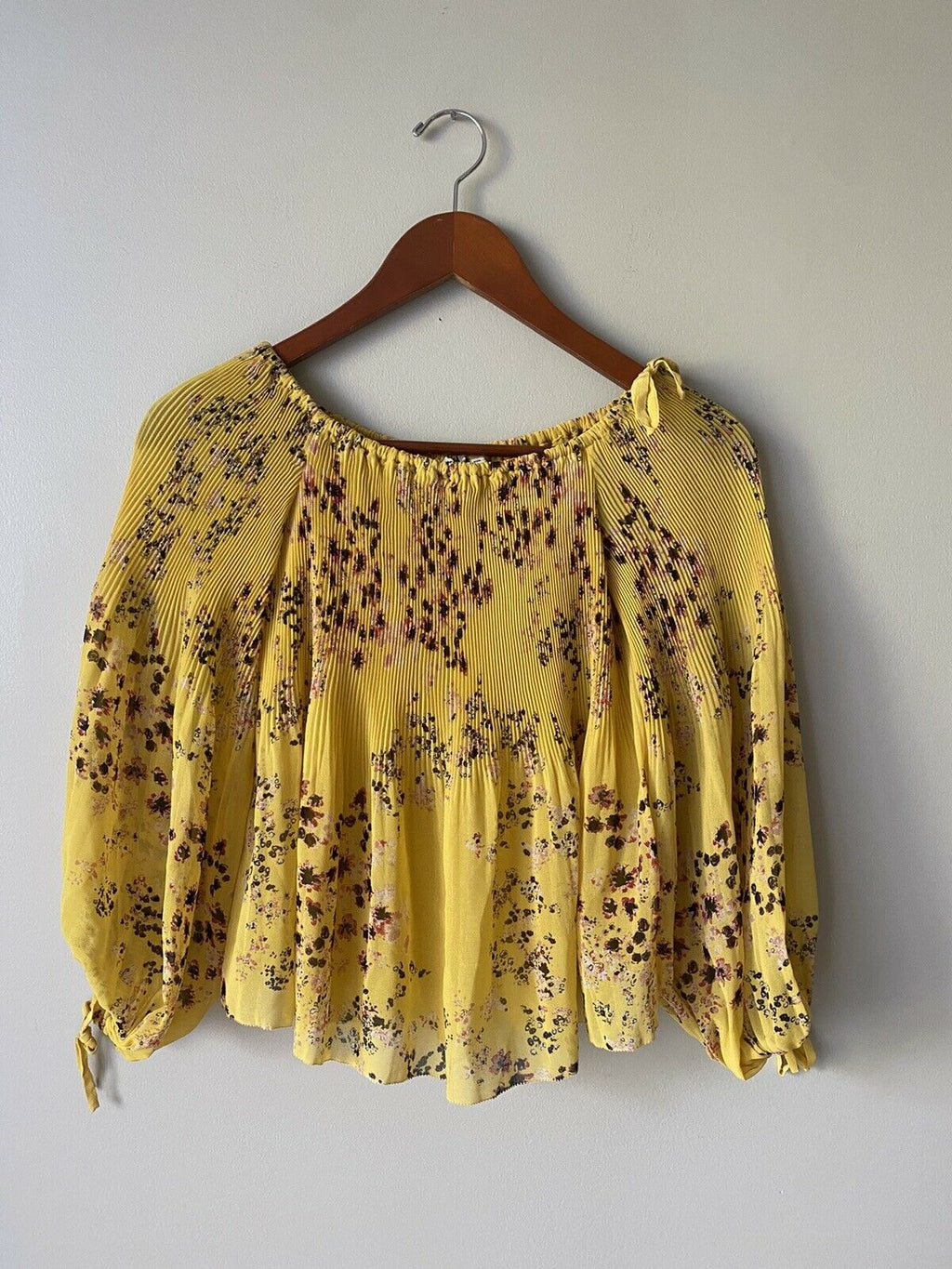 Aritzia Wilfred Women's XXS Yellow Blouse Top Pleated Long Sleeve Floral Shirt