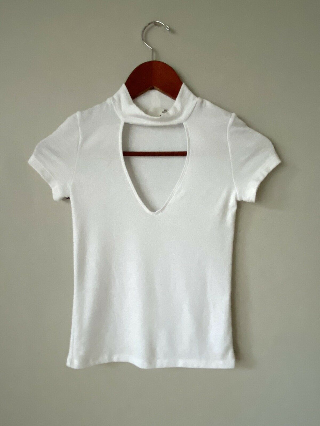 Aritzia Wilfred Free Womens Size XXS White Sweater Cropped Top Deep V-Neck Shirt