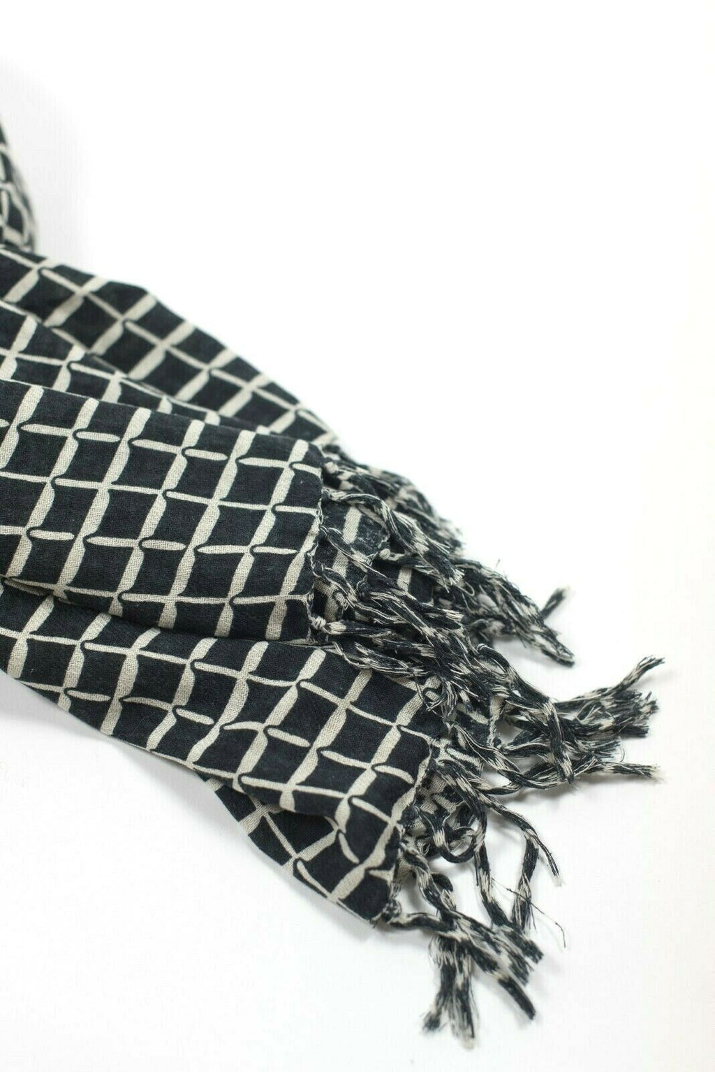 Aritzia Wilfred Womens Large Black Ivory Scarf Grid Graphic Frayed Blanket Scarf