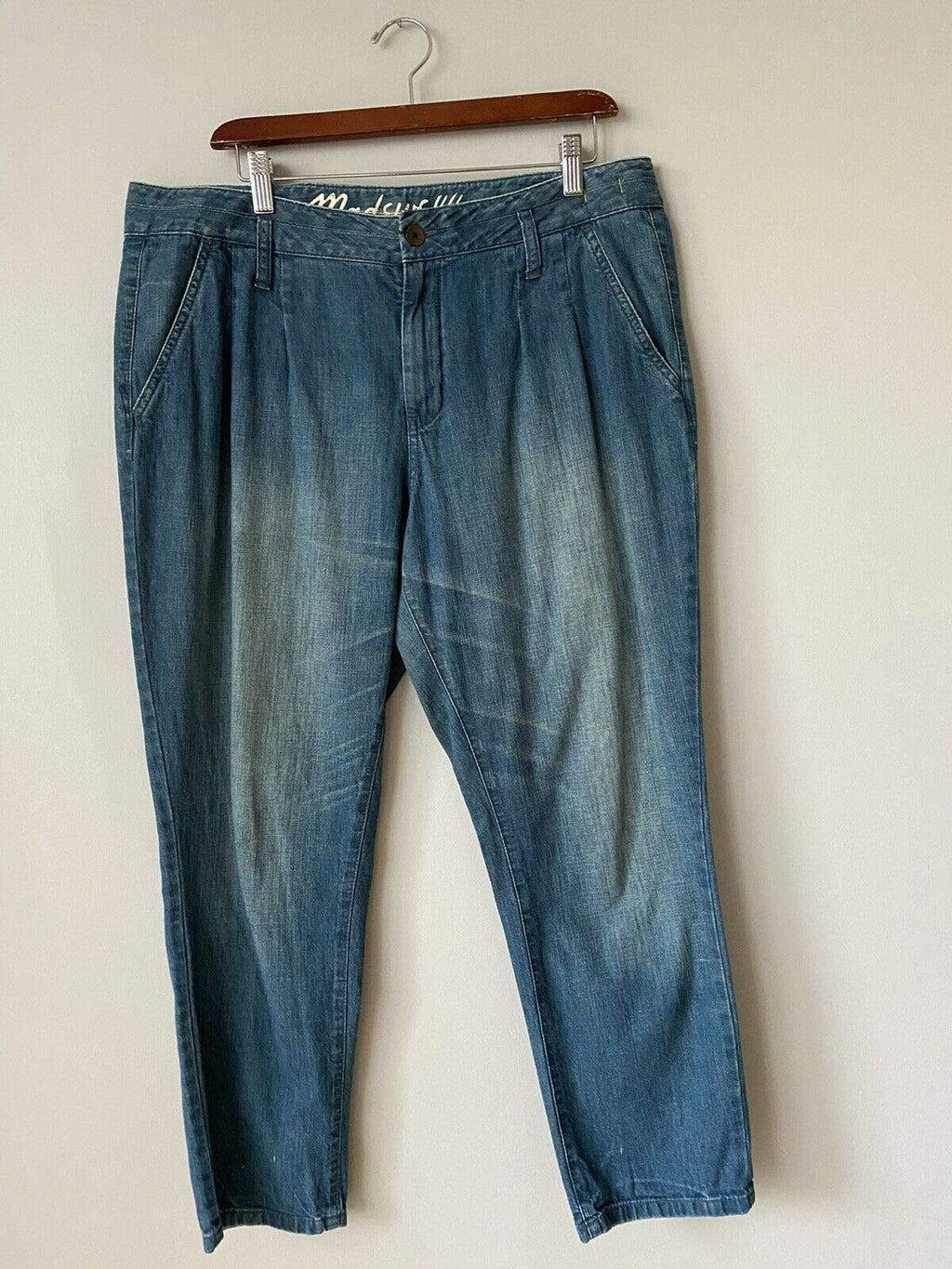 Madewell Women's Size 31 Jeans Tapered Leg Crop Denim Faded Slash Pocket Pleated