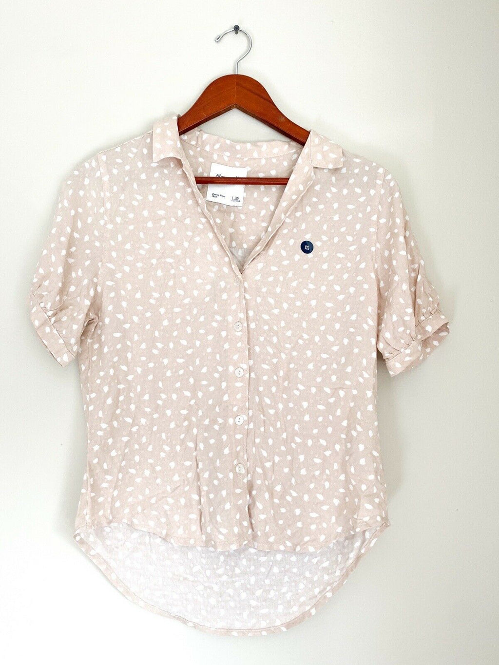 Abercrombie & Fitch Women's XS Cream Beige Top Short Sleeve Collared Blouse NWT