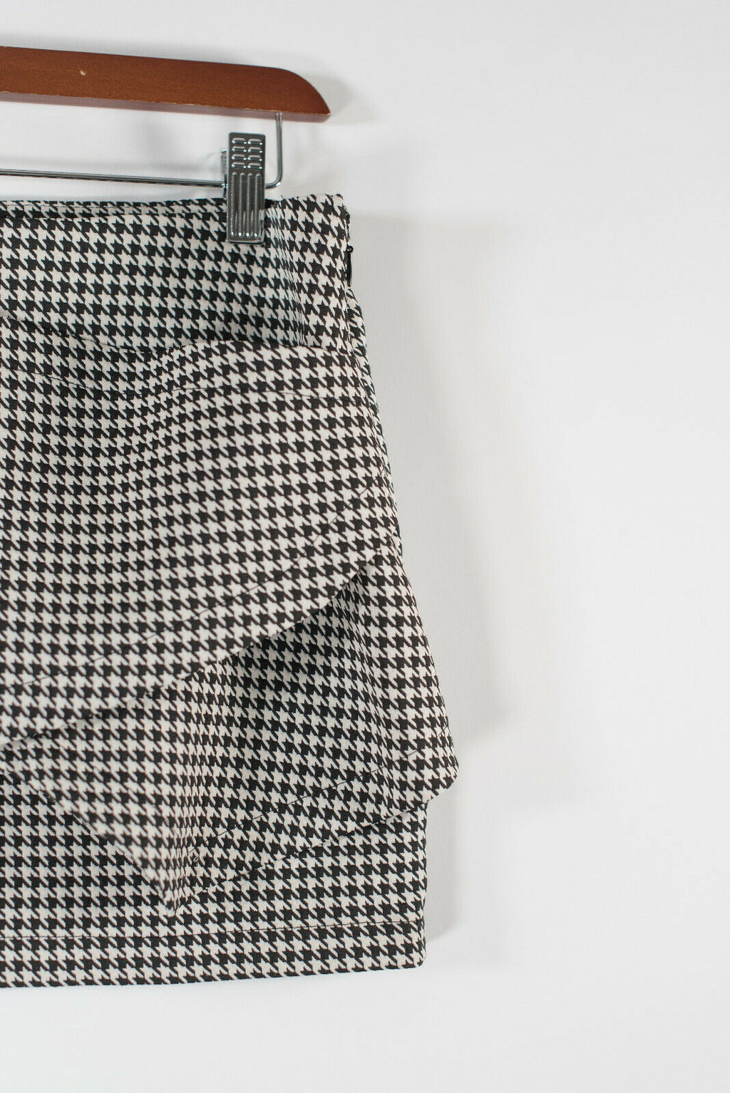 Zara Medium Black White Houndstooth Skort