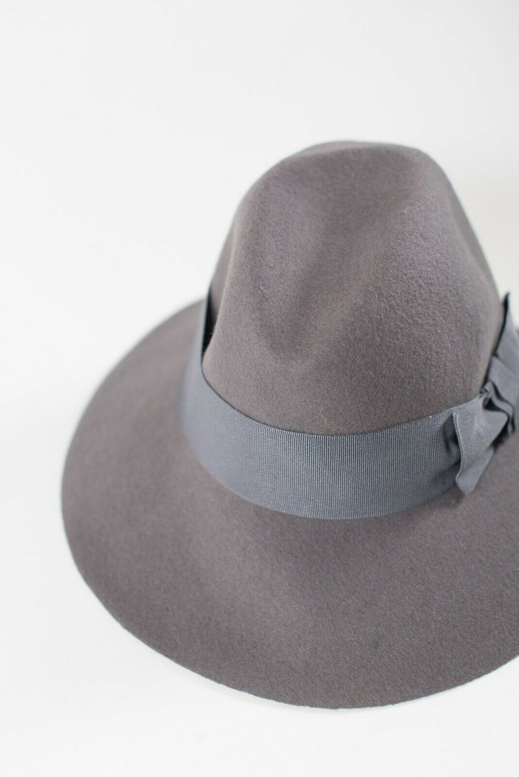 Holt Renfrew Unisex O/S Gray Hat Wide Brim Bow Made in Italy Wool Fedora Cloche