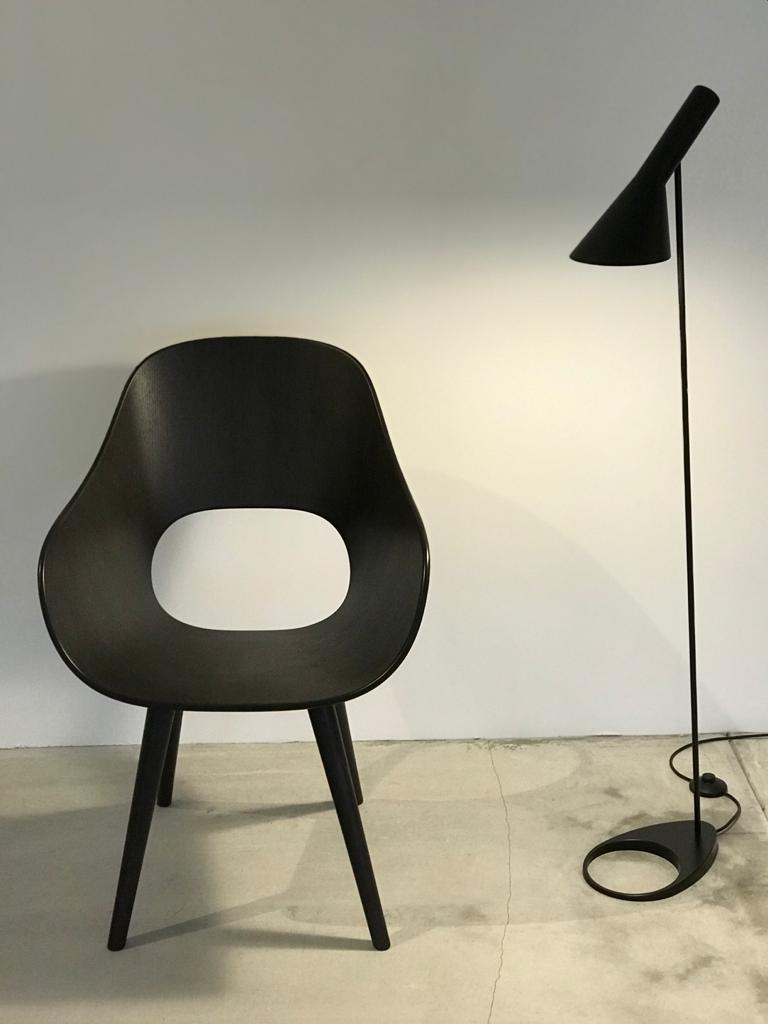 Roundish Arm Chair- Wooden Seat - atomi shop