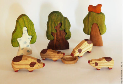 wooden pig set - 4pc