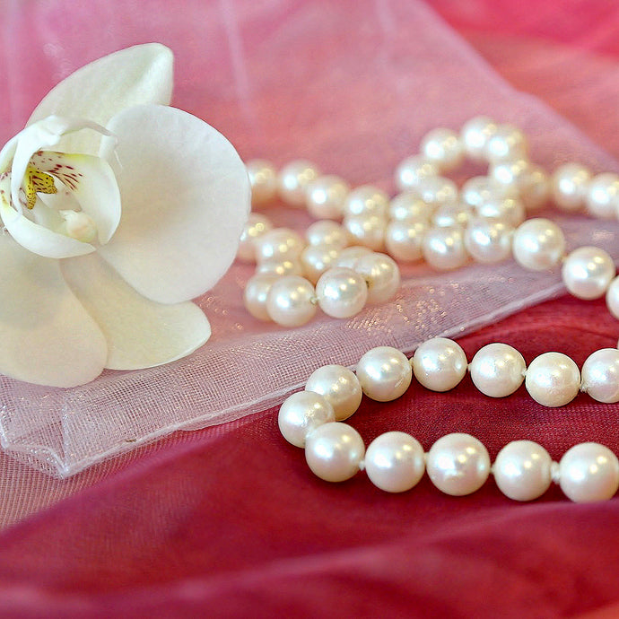 Our favourite gemstones list: let's talk about Pearls