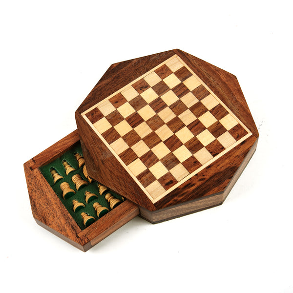 Durham magnetic chess set with octagonal board and drawer