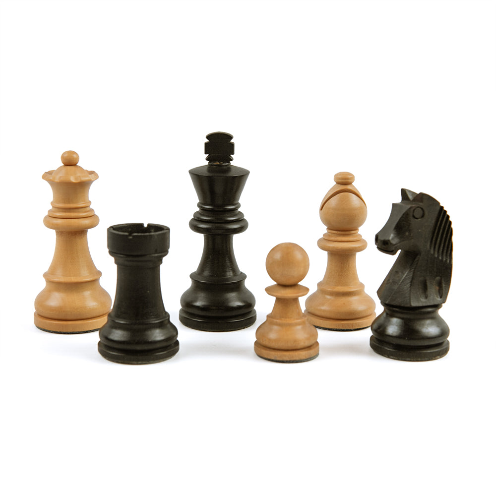 Wadham chess pieces: Staunton style in double-weighted natural and black boxwood